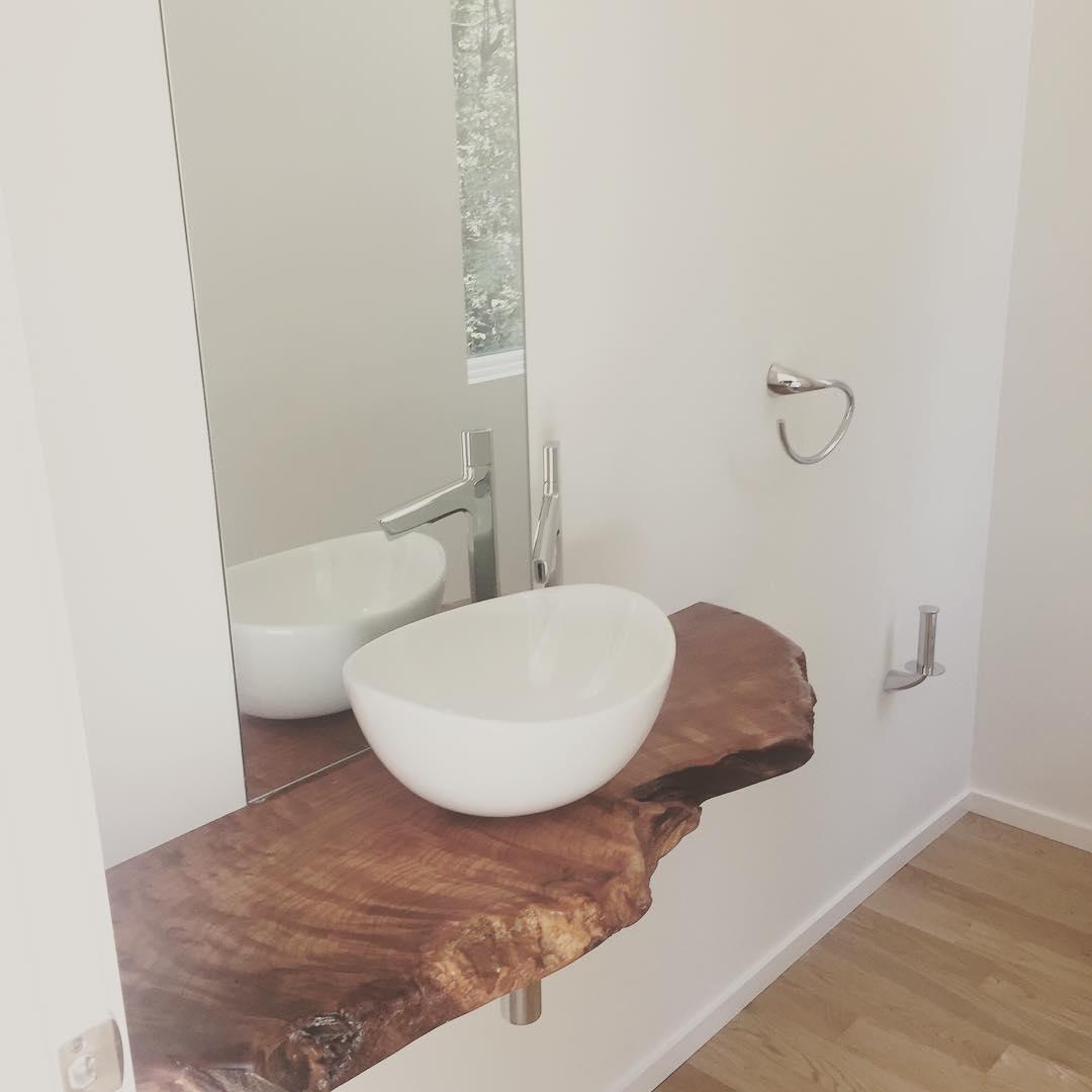 Live-edge vanity top @woodworx_extreme_carpentry