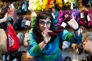 Knitting bee - Rose City Yarn Crawl-7