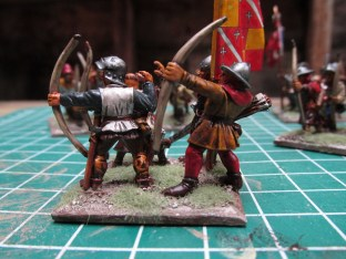 (L) Front Rank 100YW Archer in Sallet (R) GW 5th Ed Plastic Archer