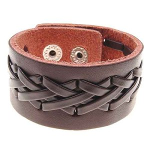 Bredt læderarmbånd brunt med kryds flet
