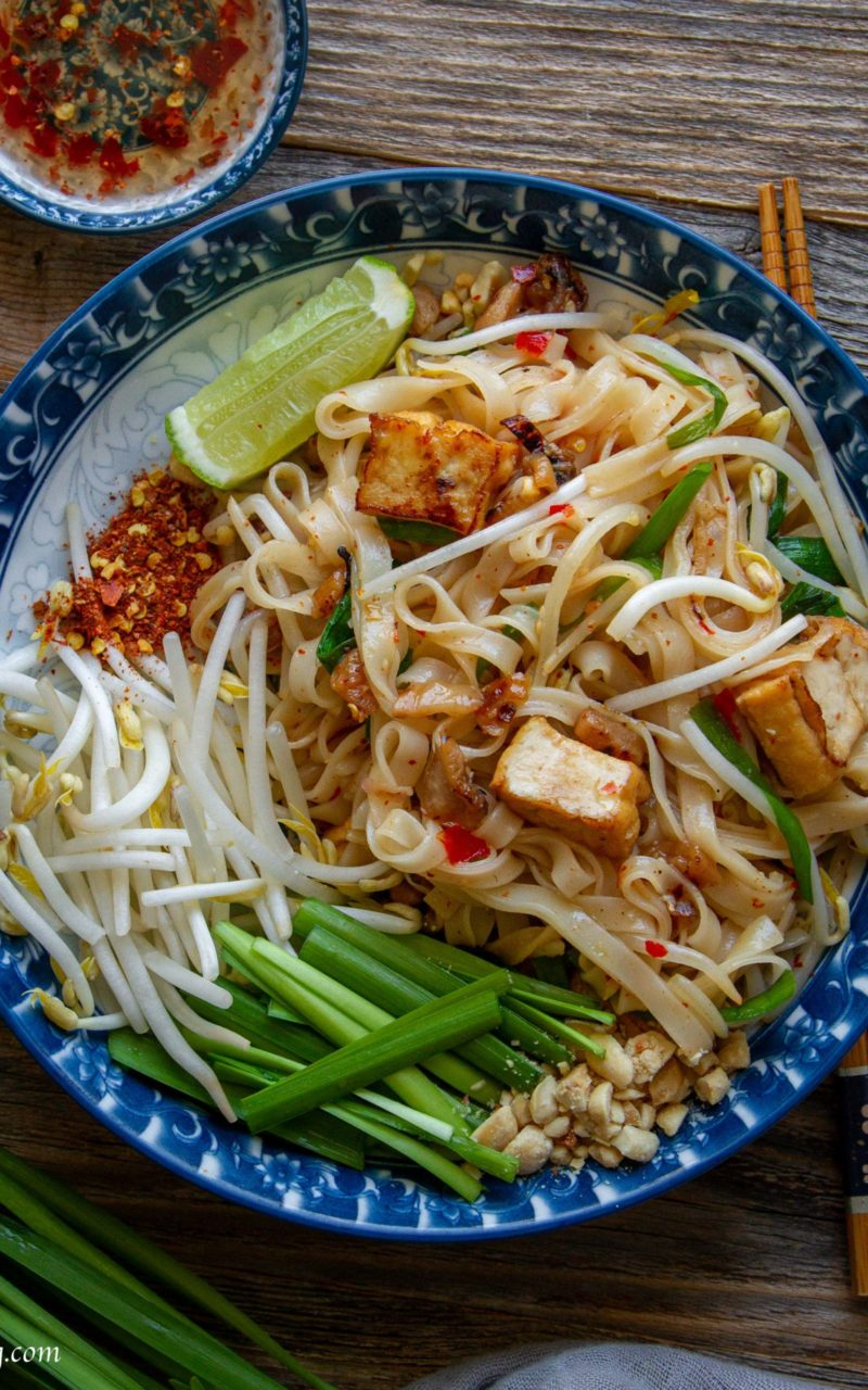 Vegan Pad Thai with homemade sauce '泰式炒河粉'