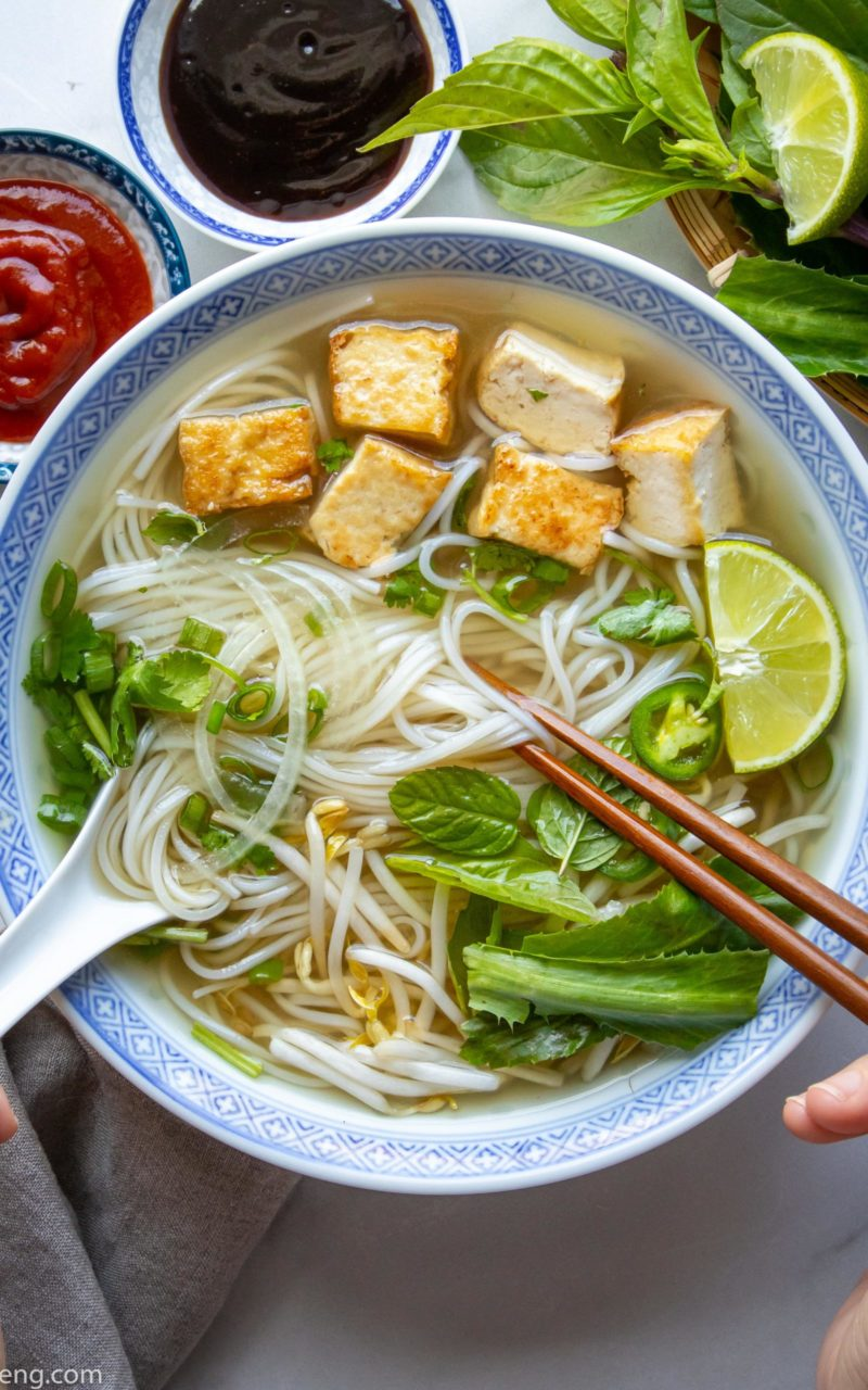 How to make a delicious Vegan Pho (Phở Chay) 越南河粉汤