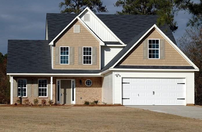 Moderne-openslaande-garagedeuren