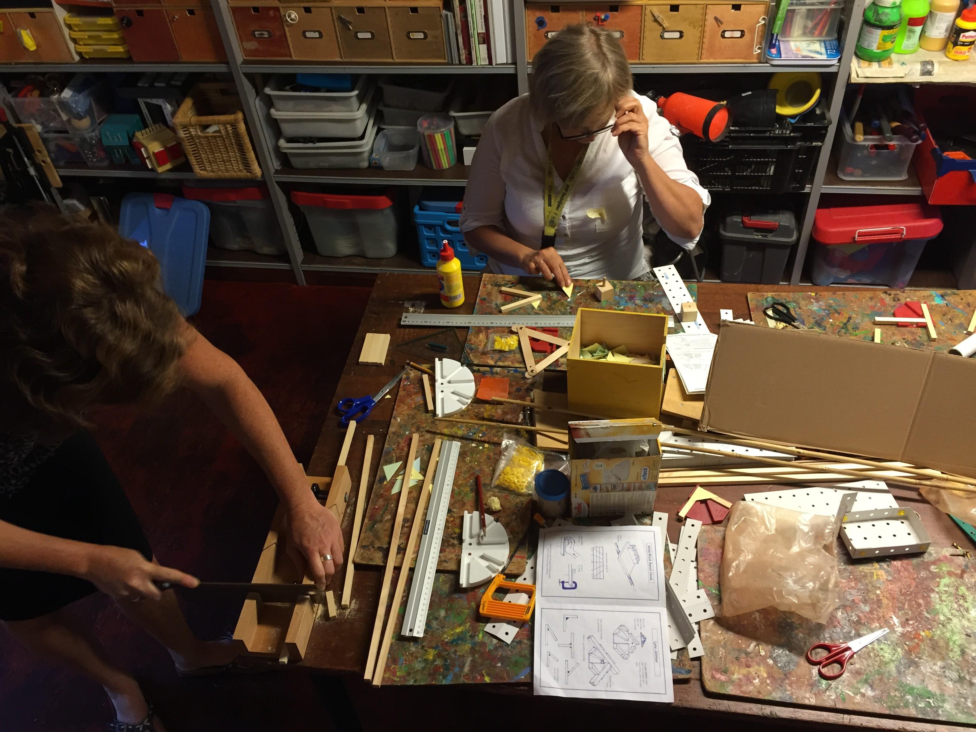 Werkgroep Techniek Qindscholen In Aktie Met Constructie