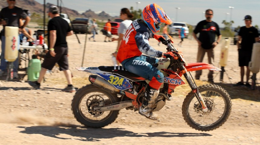 2019-03-gary-sutherlin-pits-bike-worcs-racing