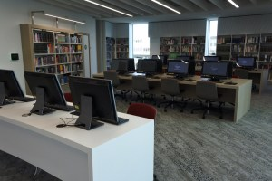 Library room with computers