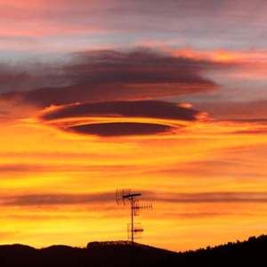 Lenticular cloud in Bilbao (video)