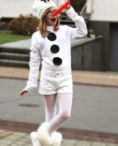 成人的雪人套装用她的手照片048