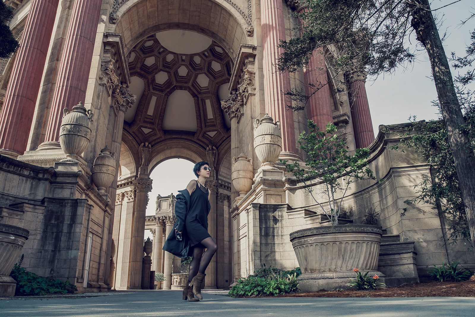 San Francisco travel fashion blogger all black outfit