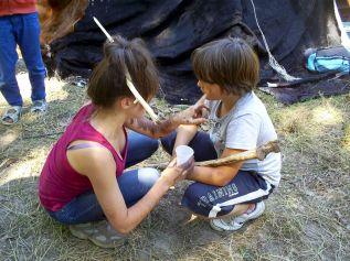 Séance maquillage préhistorique