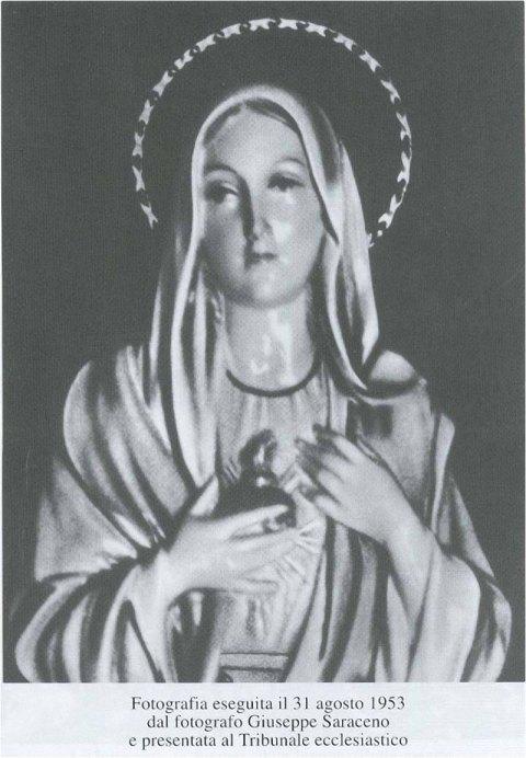 Fotografia eseguita il 31 agosto 1953  dal fotografo Giuseppe Saraceno  e presentata al Tribumile ecclesiastico