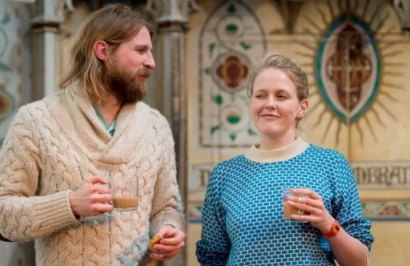 Sanderson Jones (g) et Pippa Evans, co-fondateurs de l'église « The Sunday Assembly »