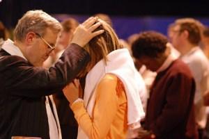 Imposition des mains Pentecôtiste