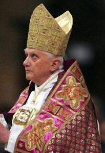 Ratzinger - B 16, portant l'Éphod