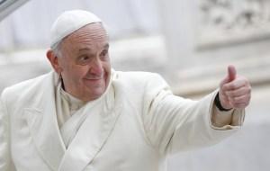 M. Bergoglio l'encourage « à continuer le rock, et de renforcer son message sur scène. »