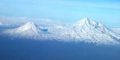 Les montagnes d'Ararat, le grand et le petit se trouvant en Turquie.