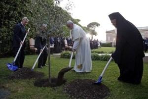 La rencontre de la paix dans les Jardins du Vatican