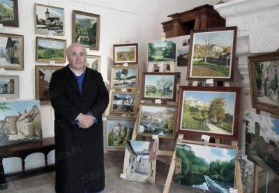 Monsieur l'abbé au milieu de ses œuvres