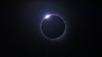Éclipse totale...