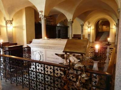Tombe de Colomban, crypte de l'abbaye de Bobbio