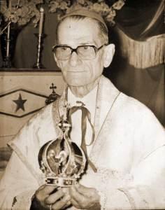 Dom Mayer em cerimônia de coroação da Virgem Maria