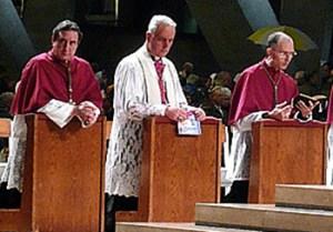 Mgr de Galarreta, Mgr Williamson et Mgr Tissier de Mallerais