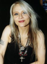 ...several dates with hardrock-queen DORO (Pesch) - a very kind woman..loves all, serves all
