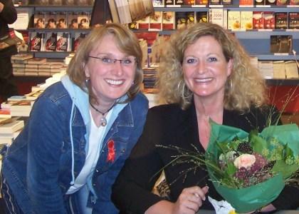 ..with Susanne Fröhlich, September, 23rd 2005, Mannheim (Buch Kober)Kleine Anmerkung: Ohne den selbstlosen, einfach wunderbaren Einsatz von Susanne F. wäre ich 1. nicht für einen Abend -ihre Freundin -gewesen u. 2. hätte ich der ausverkauften Vorlesung von draußen beiwohnen müssen;-