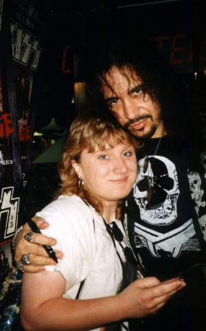 ...with Gene Simmons (bass), May, 21st 1992, HMV, London (UK)