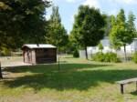 Pausenhof mit Gartenhäuschen