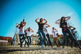 dancing-632740_640