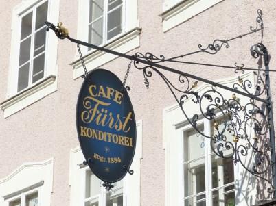 cafe-prince-122745_1920