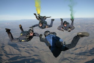 skydiving-603646_1920