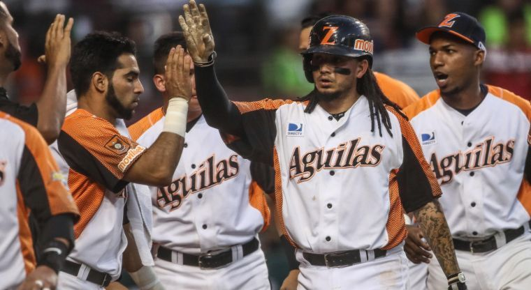 Freddy Galvis celebrates with teammates during a LVBP Game.