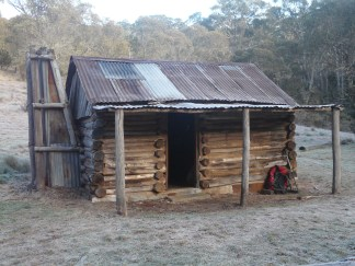A frosty morn at Vickery's Hut.