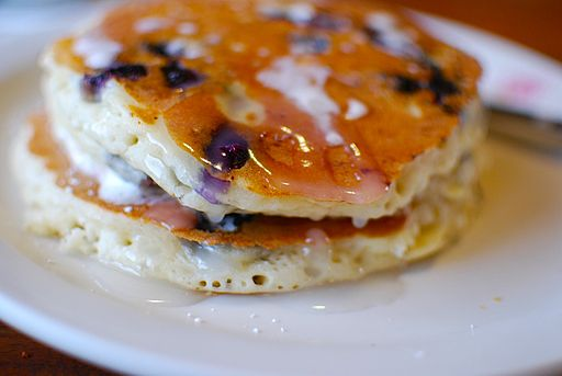 Blueberry_pancakes_(2)