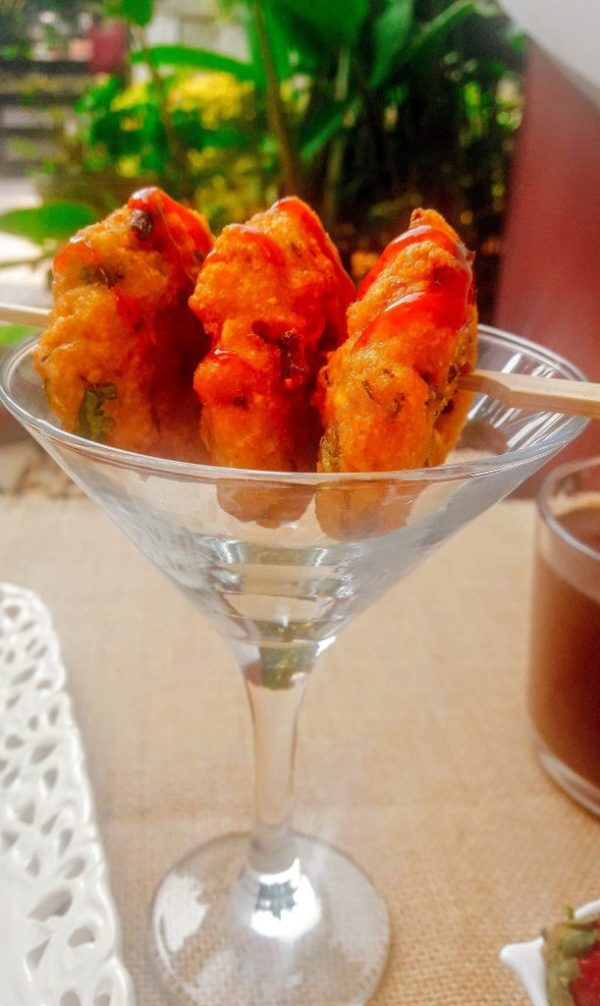 Serve the White Peas Recipe for Vadas with mint or coconut chutney or tomato sauce.