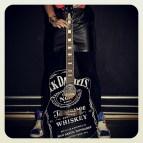 Ik en mijn gewonnen Jack Daniels gitaar