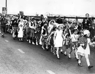 England_children_parade_411586_l
