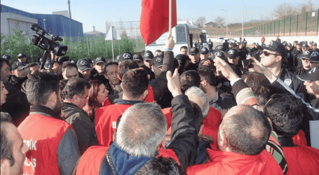 Determined Posco Assan workers stand up for their rights