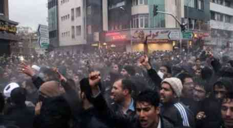 Tehran bus workers & Haft Tapeh Sugarcane workers: Today's protests by workers and the deprived people is the result of injustice!