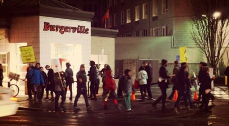 Portland, OR: Burgerville Workers Union Pickets and Expands Into More Stores