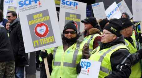Montreal school crossing guards hold demonstration in front of SPVM headquarters