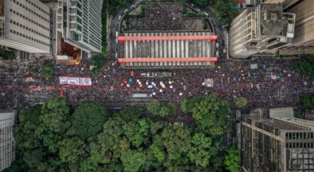 Brazil: Teachers bring country to a halt and demand end of cuts : Education International
