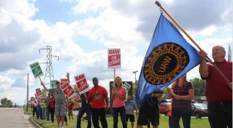 Autoworkers vote to end GM strike