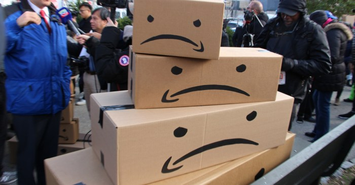 Workers at Amazon's Staten Island warehouse hold rally over high injury rates