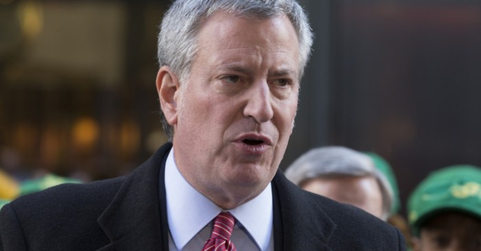 Unions Wary as de Blasio Backs Push for Early-Retirement Packages