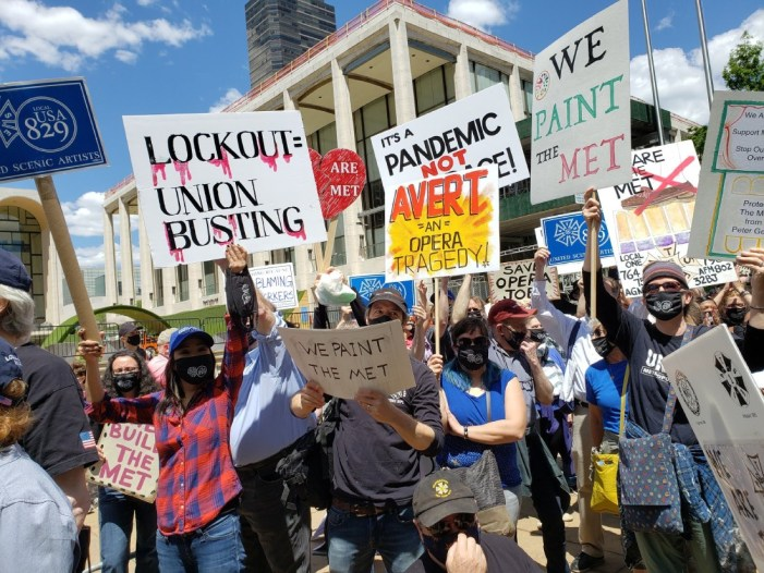 """""""We Are the Met"""": Opera Unions Rally Against Union Busting"""