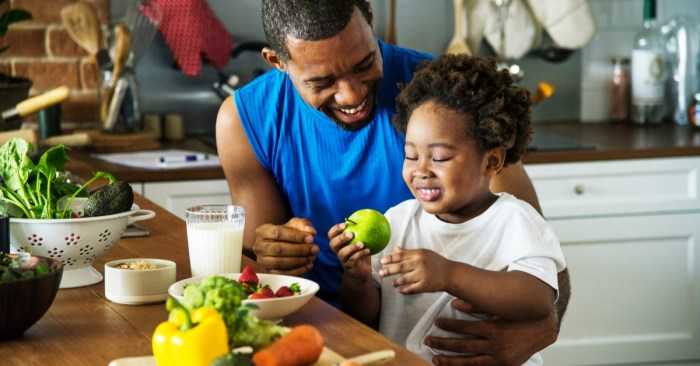 How to Raise a Healthy Eater at Every Stage of Childhood