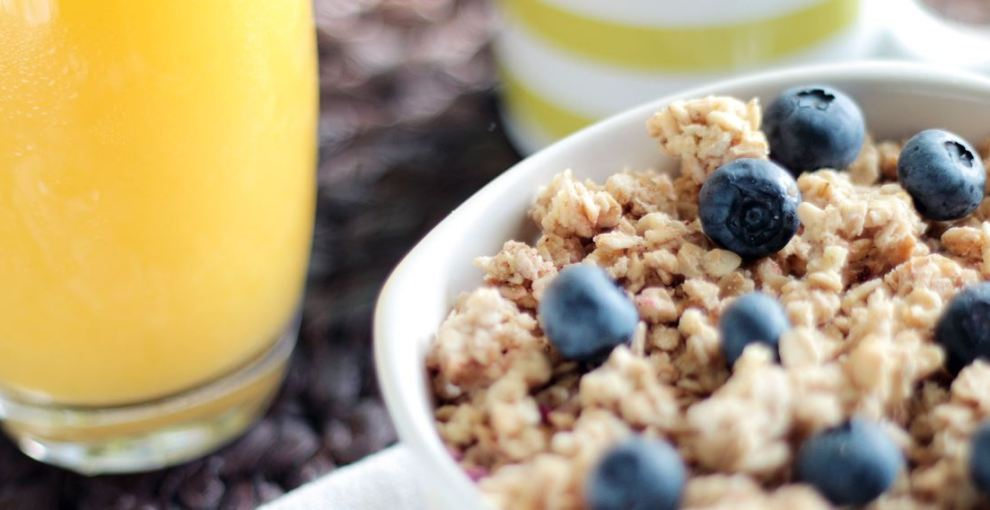 Recipe: Fruity and Nutty Whole Grain Cereal